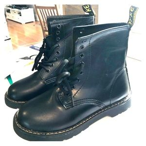 Combat boots. Size 5.  New